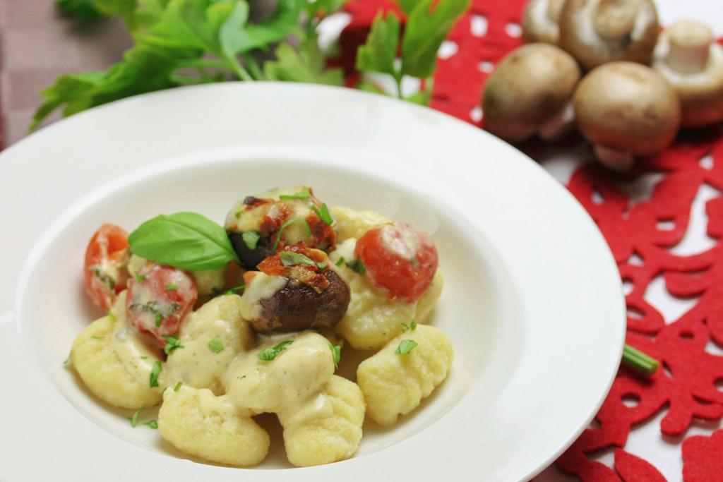 Gnocchi in Frischkäse-Sauce mit gefüllten Champignons
