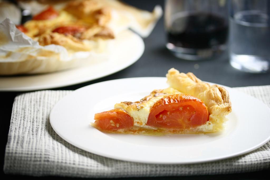 Blätterteig-Tarte mit Feta und Tomaten