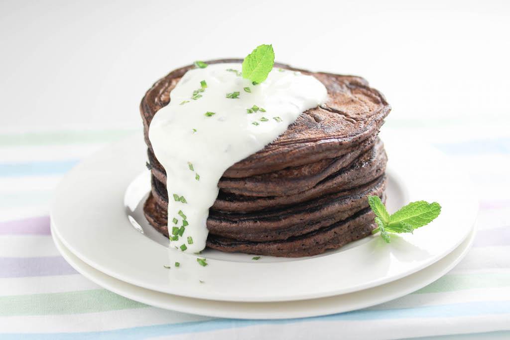 Schokoladen-Pancakes mit Minze-Creme