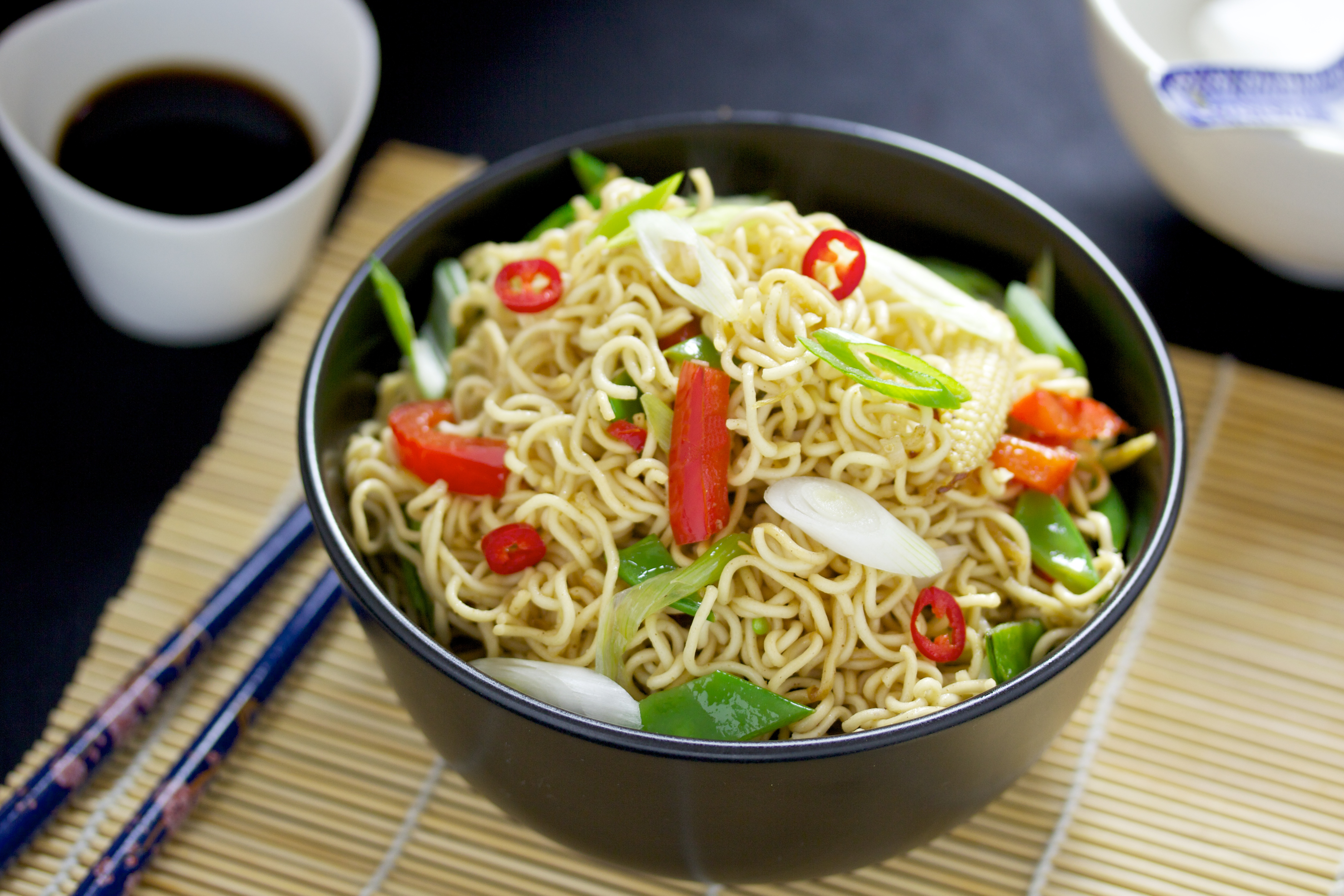 asia nudeln mit wok gem se fine fresh food. Black Bedroom Furniture Sets. Home Design Ideas