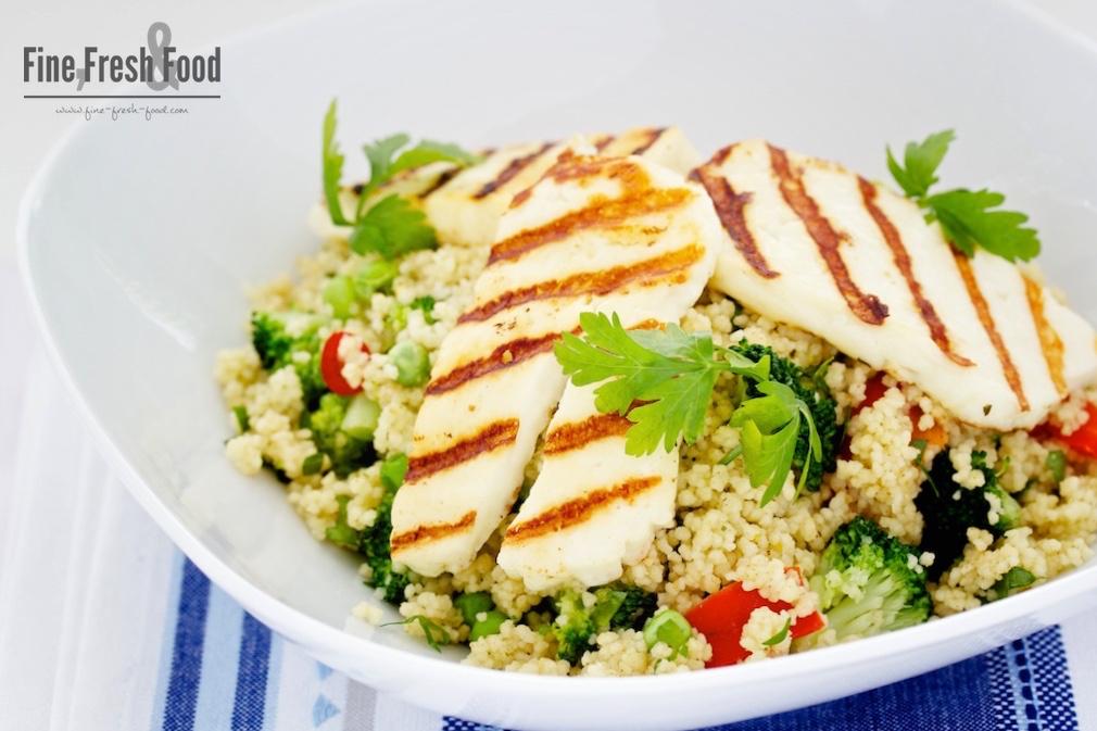 Halloumi auf warmen Couscous-Salat