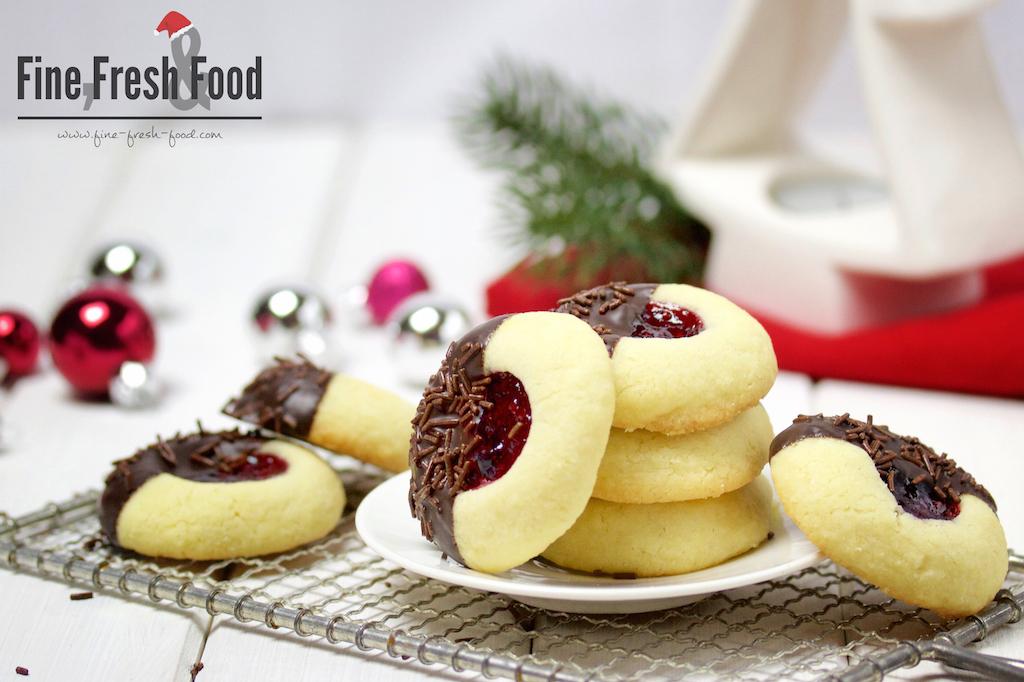 Engelsaugen mit Schokolade und Waldeeren
