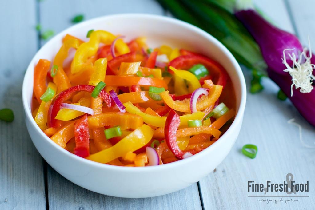 Paprika-Salat mit Honig-Senf-Dressing